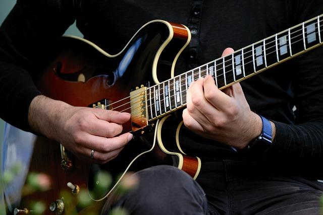 La guitare sans tête : avantages et limites